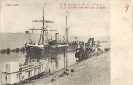 S.S.Awana croisant une Drague, Port Said, carte postale historique - S.S. Awana crossing a Dredger, Port Said, Historic Postcard