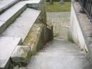 Cimetière communal du Dieweg à Uccle, Bruxelles, à droite de l'entrée: les escaliers descendants