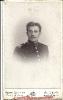 Kabinettportrait eines Mannes in Uniform, historische Fotografie, Photograph Atelier Georg Schmidt, Butzbach, gegenüber dem Bahnhof