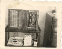 Radioapparat und Odeon-Schallplatten, historische Fotografie
